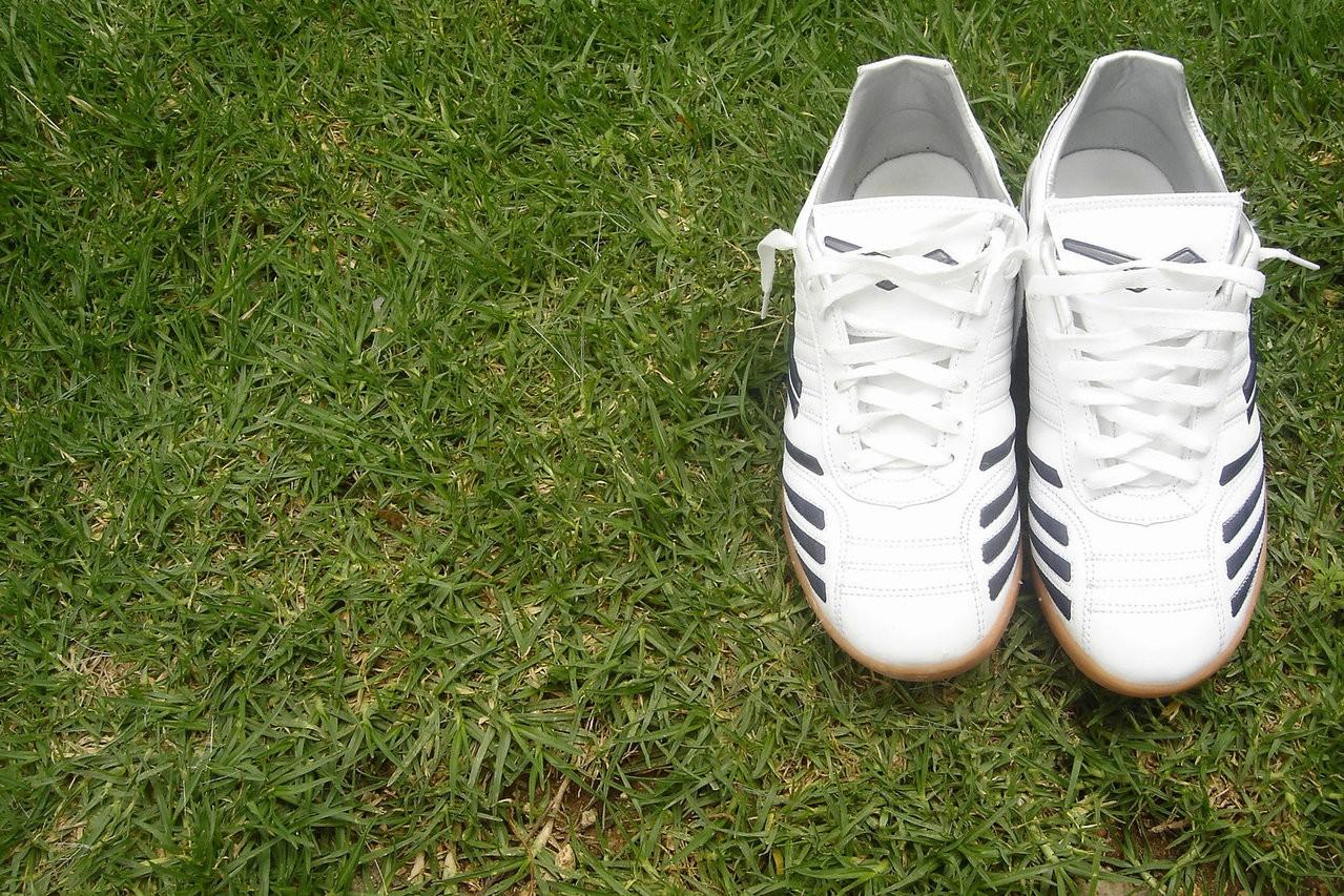 Jak dbać o buty piłkarskie – Sposób czyszczenia korków