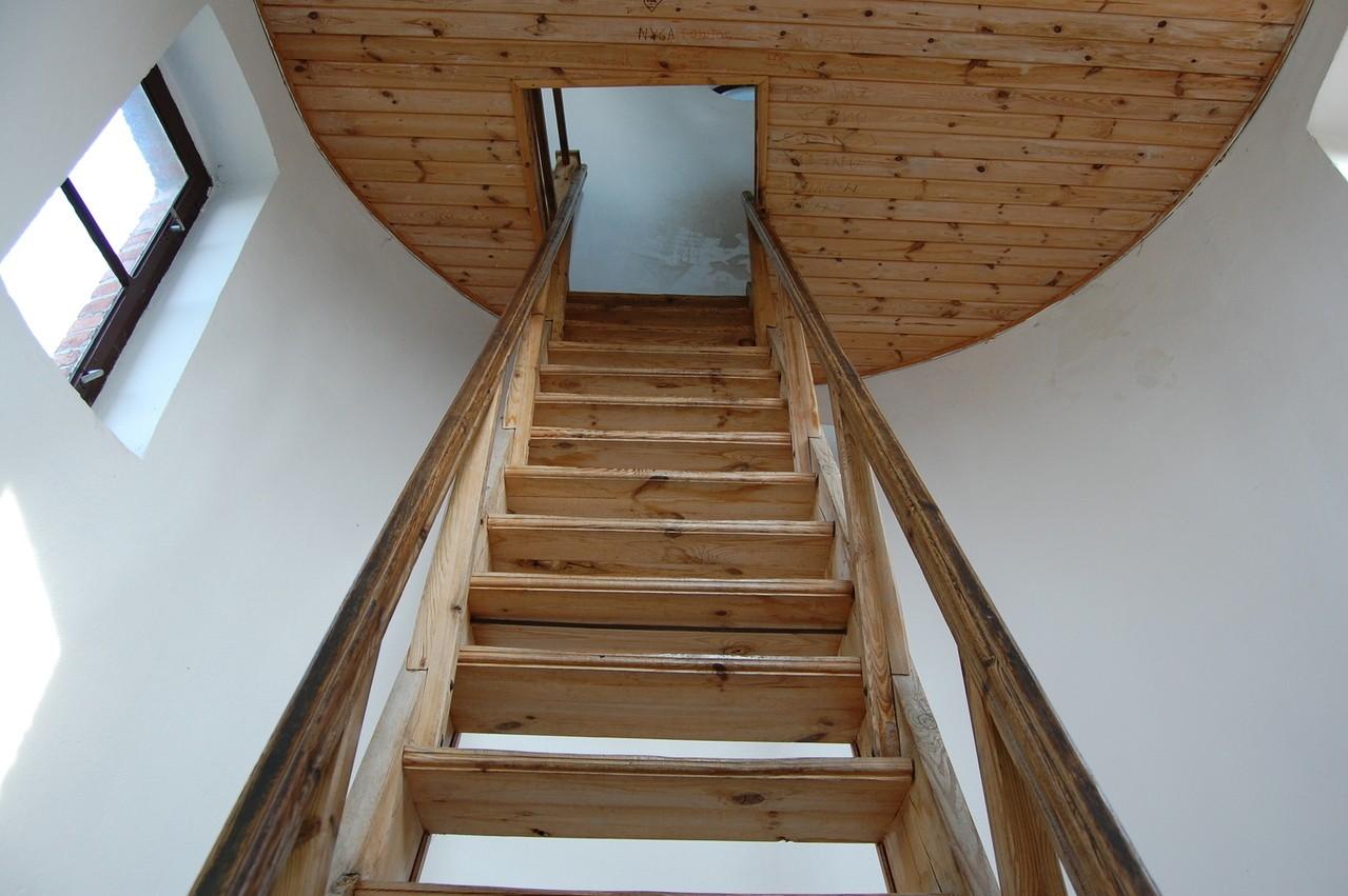 Rodzaje nakładek na schody