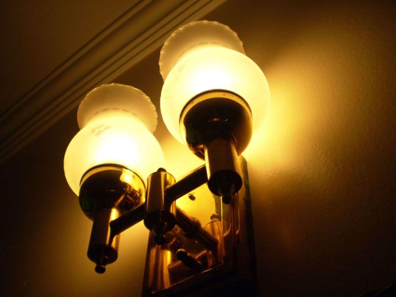 Nowoczesna lampa w nowoczesnym wnętrzu