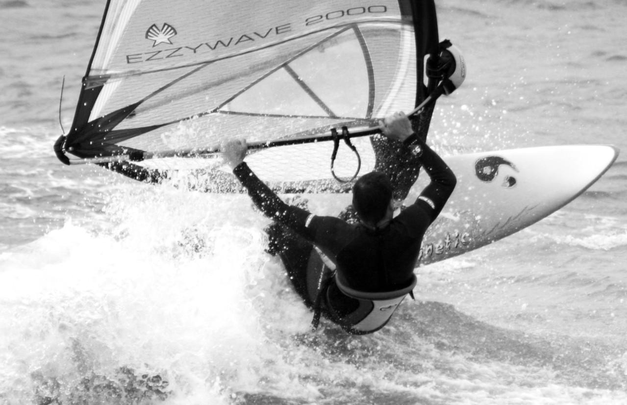 Nauka windsurfingu: ile trwa i jak wygląda?