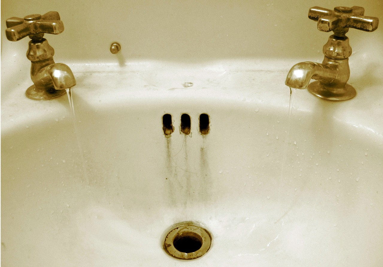 Jak urządzić małą łazienkę z kabiną prysznicową?
